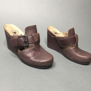 OTBT Rusk Clog Size 6 Off the Beaten Track
